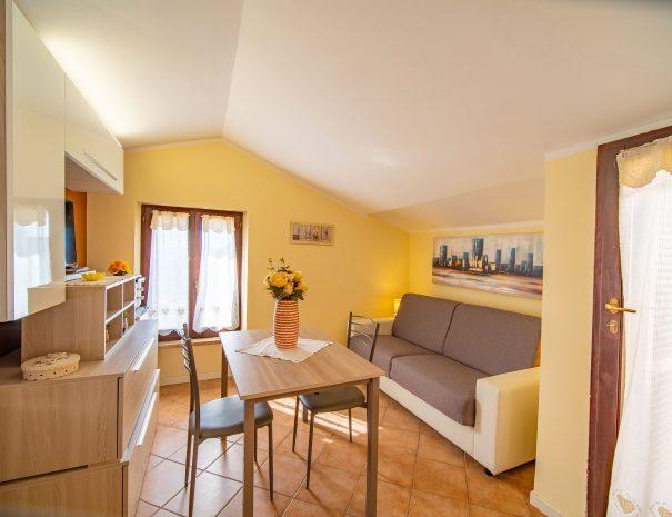 Appartamento della terrazza con divano